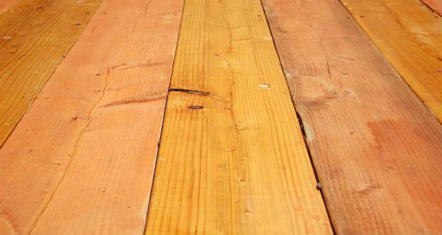 Чем заделать щели в деревянном полу между досками